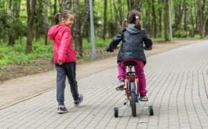 Bicicleta con ruedines niña